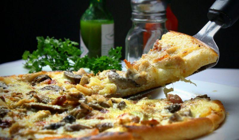 ¿Puedes recalentar la pizza en la freidora? 1